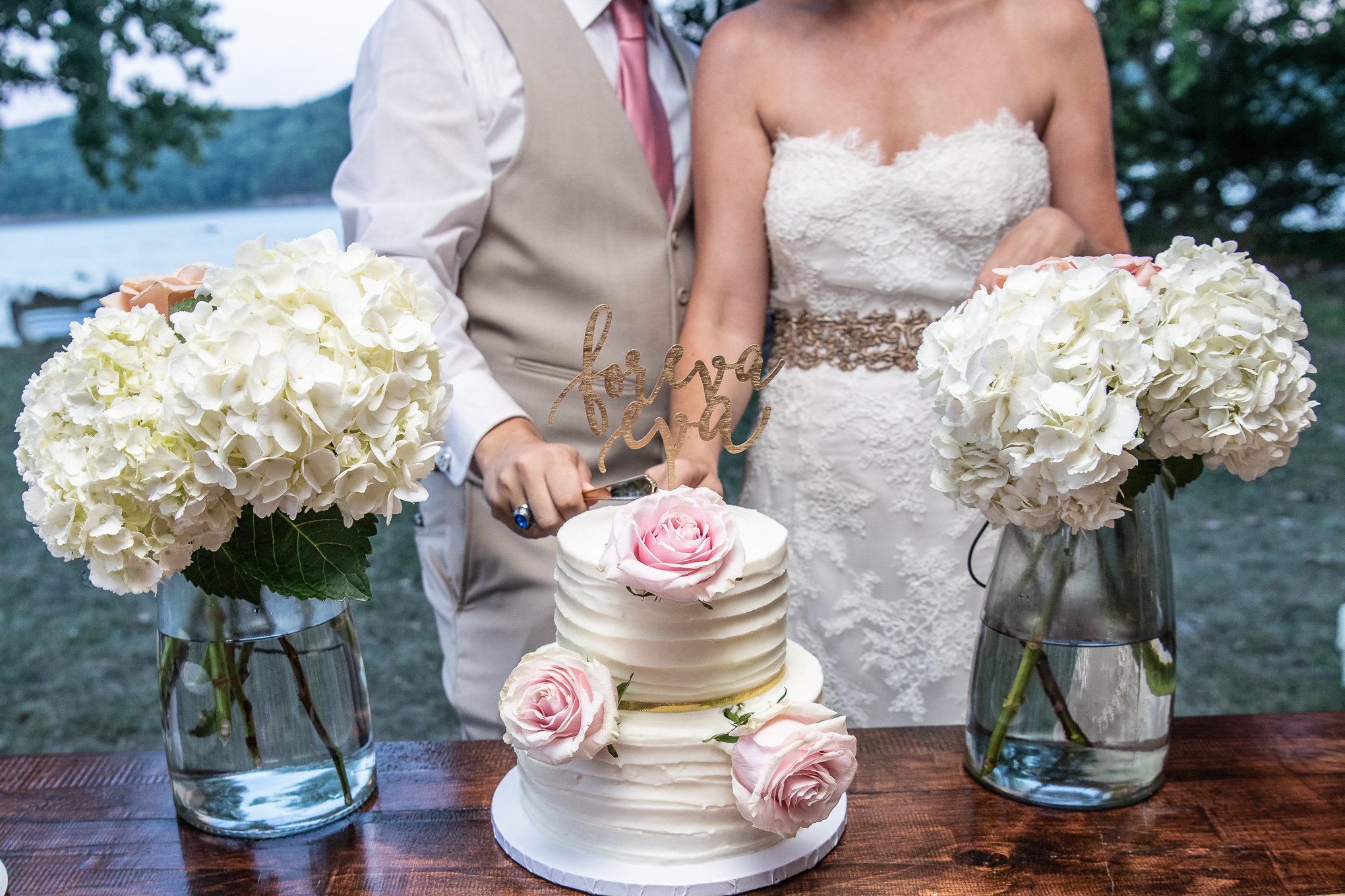 bride and groom cutting their wedding cake